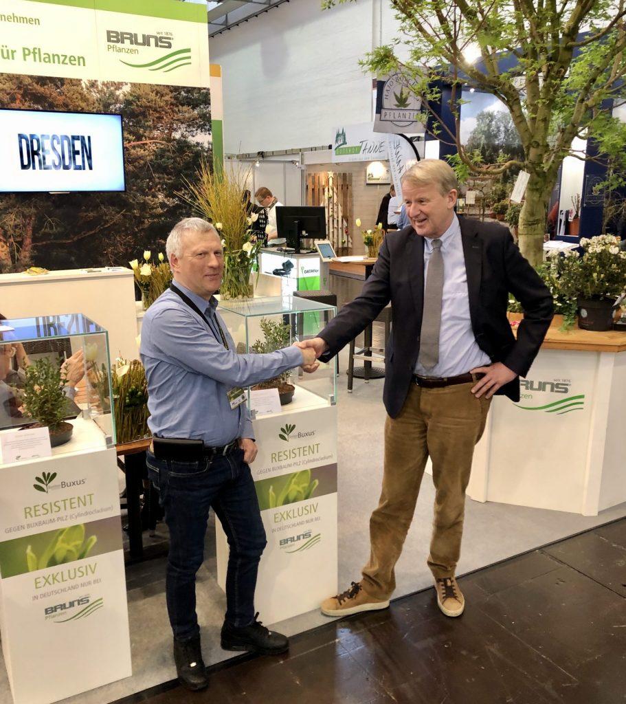 Züchter Didier Hermans und Jan-Dieter Bruns präsentierten die vier BetterBuxus® Typen auf der IPM 2020