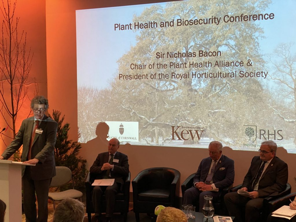 """Auf Einladung von Sir Nicholas Bacon, Podiumsdiskussion zum Thema """"Pflanzengesundheit und Biosecurity"""""""
